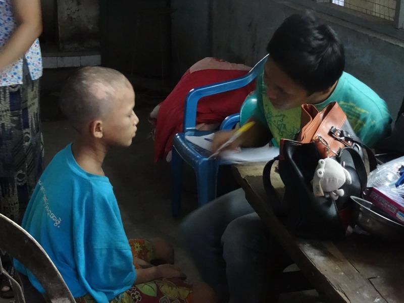 Ed Who, unser Sozialarbeiter befragt die neu inhaftierten Kinder