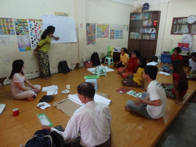 Hier wird fleißig gemeinsam gearbeitet: Workshop und Evaluierung der gesammelten Infos