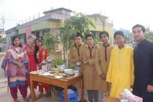 Mamuns Familie und auch unsere Studenten